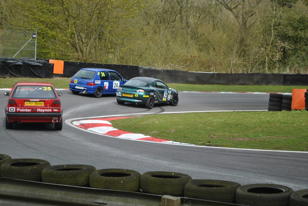 Cadwell Overtake attempt
